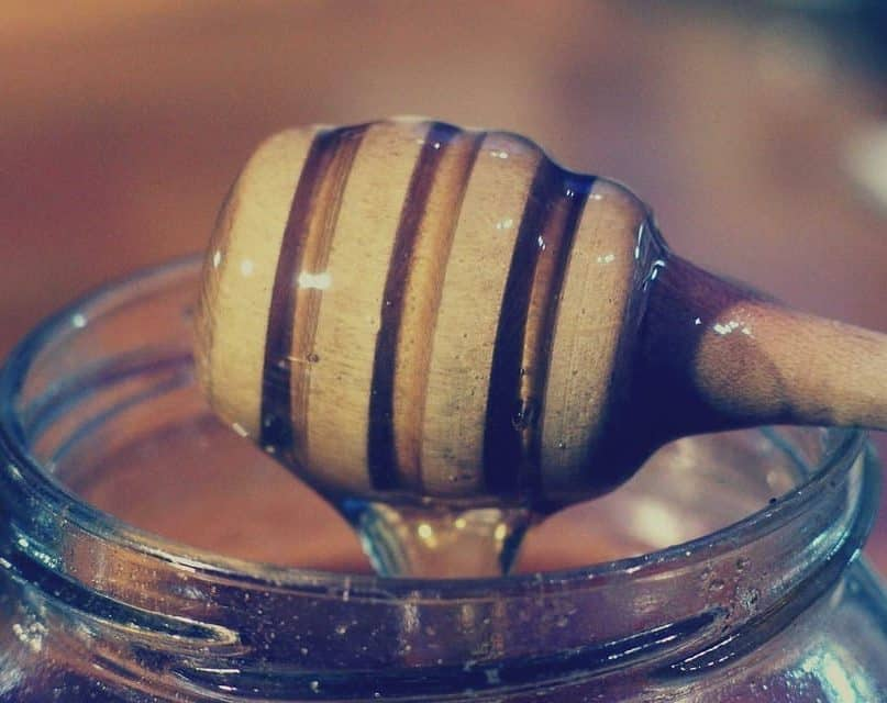 16 Healing Home Remedies With Honey